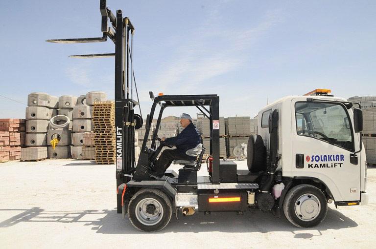 Вилочный грузовик  гибрид погрузчика и грузовика фото